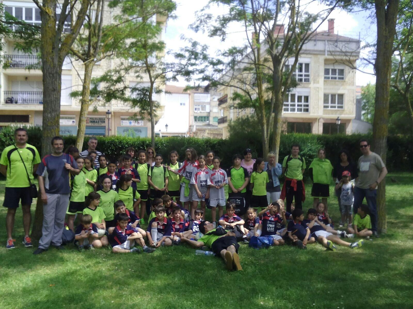 Los chavales de la Escuela de Fútbol de Salas hacen meritorios ... 647879ca649e8