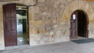Fachada de las oficinas en el Ayuntamiento de Salas.