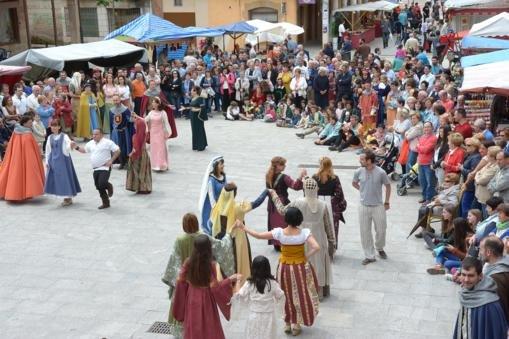 Bales medievales en la plaza de Salas. Foto Azúa.