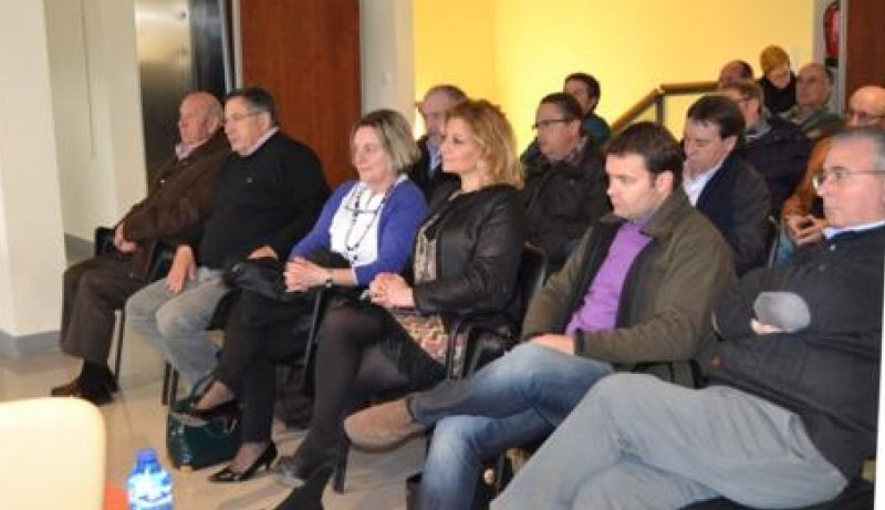 Alcaldes de la comarca en una asamblea de Asopiva.