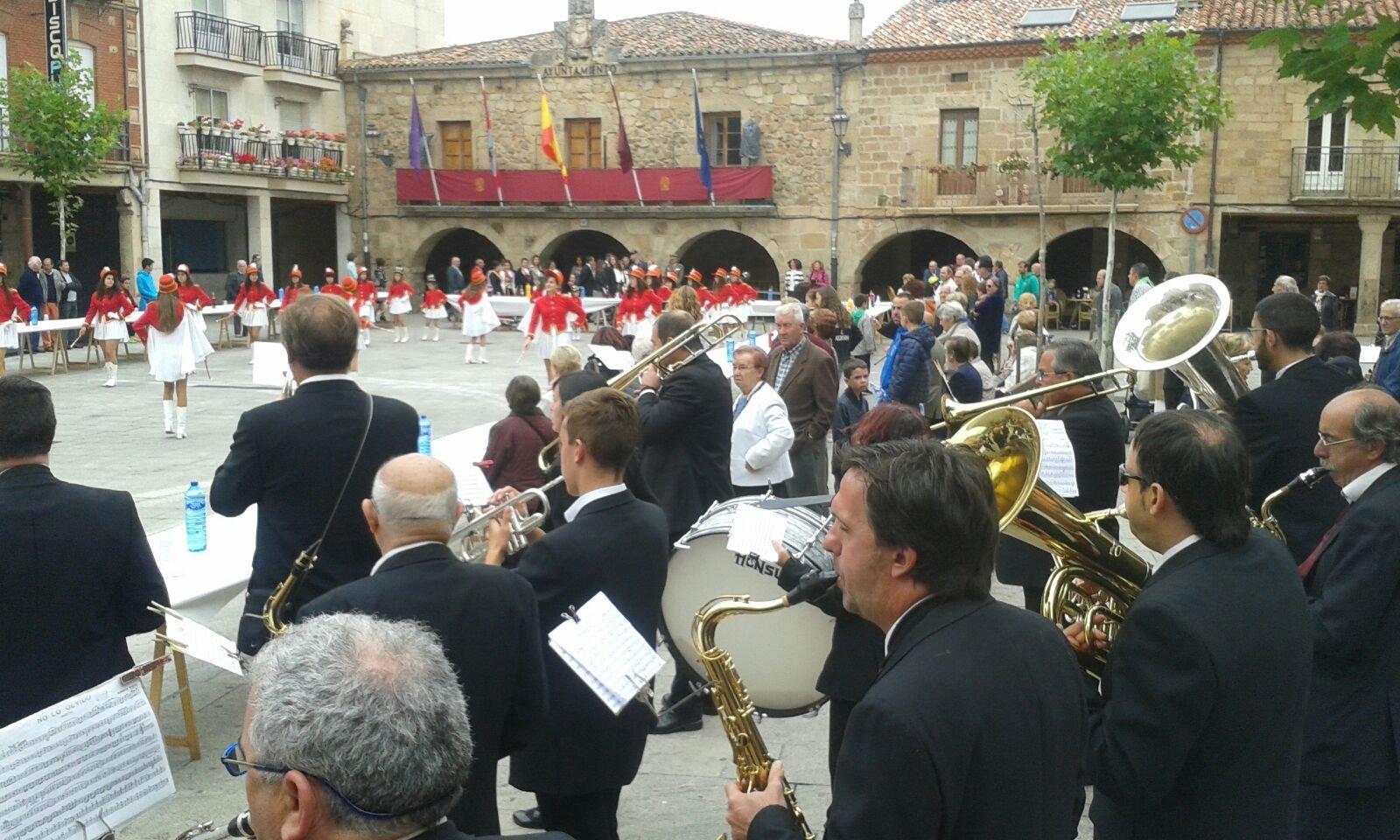 Actuación de Alfoz de Lara este lunes 18 en la plaza de Salas.