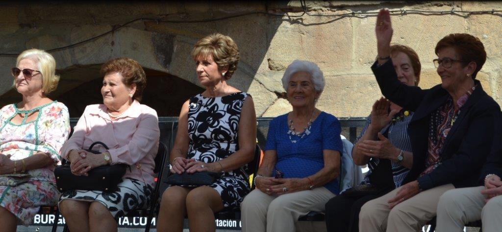 Las once mujeres, entre ellas Victoria, recibieron un caluroso homenaje en Salas.