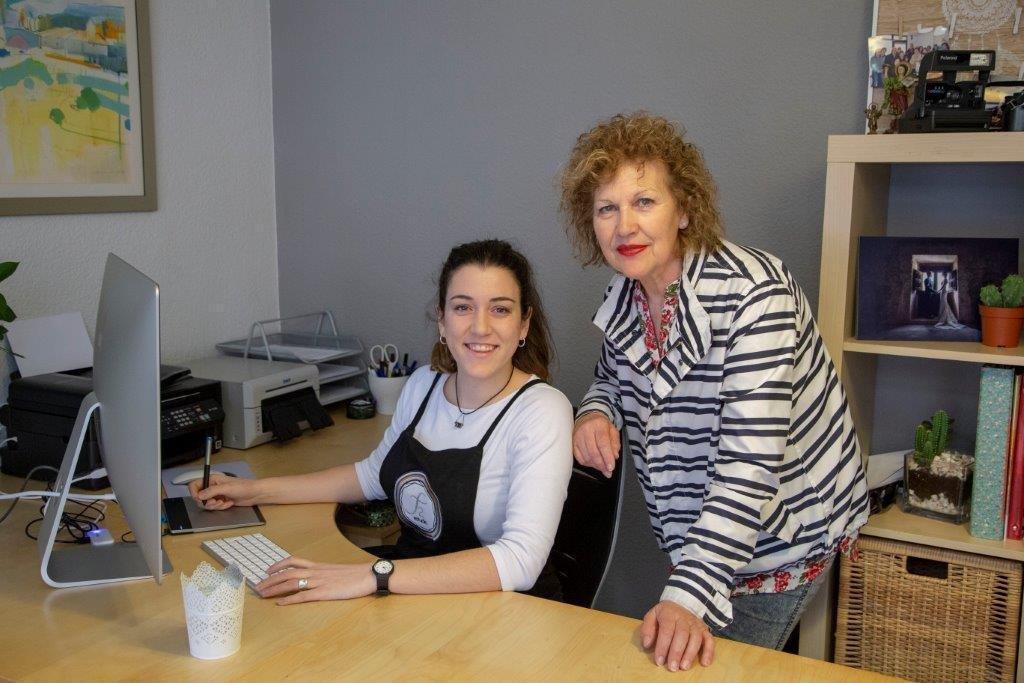 Rebeca y Merche en el estudio de Salas.