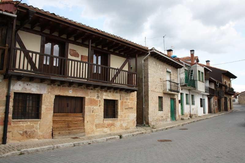 Casas en el Barrio Antiguo de Navaleno.