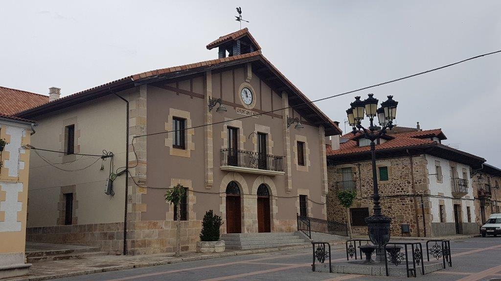 Fachada de la Casa Consistorial de Navaleno.