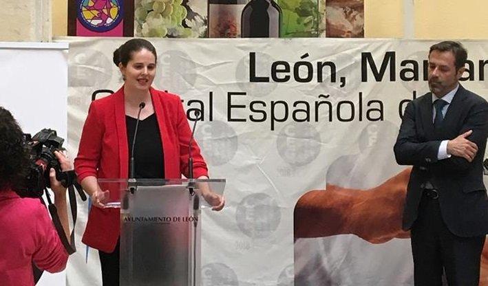 Imágenes de la recogida del galardón en León.