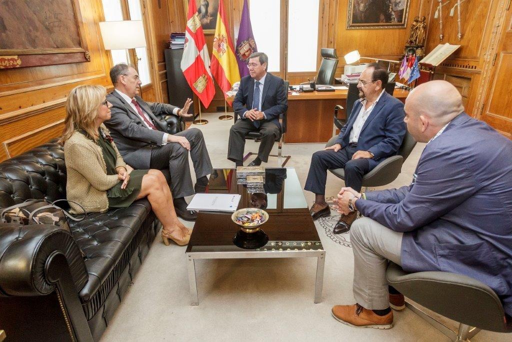 Representantes de ambas entidades en la reunión en la Diputación de Burgos.