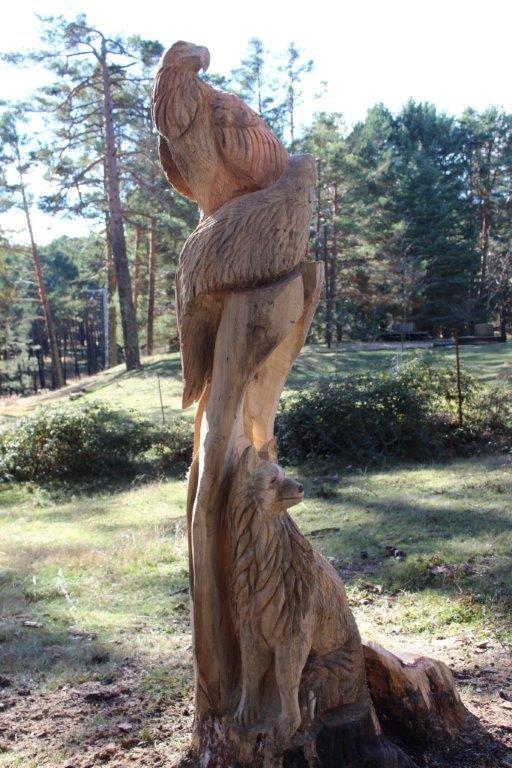 La figura de madera en El Amogable.